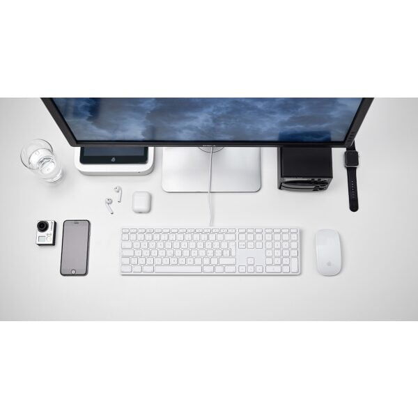 LMP USB Tastatur mit Zahlenblock IS Layout